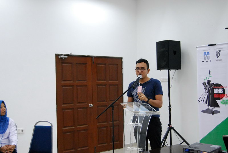 Fadly giving an opening speech