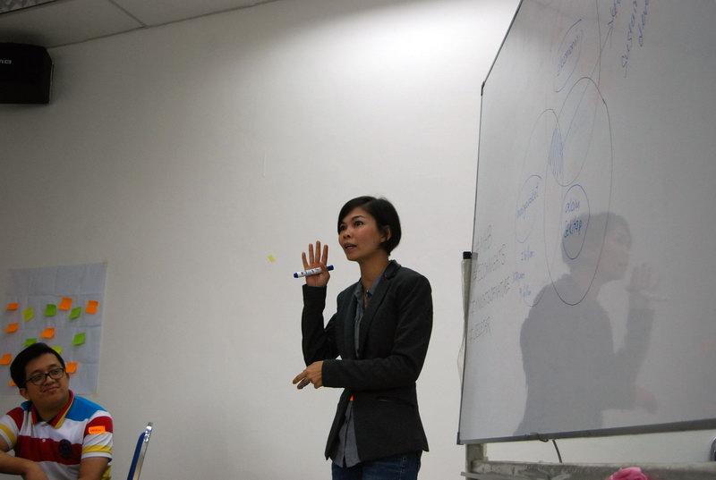Yasmin giving her workshop